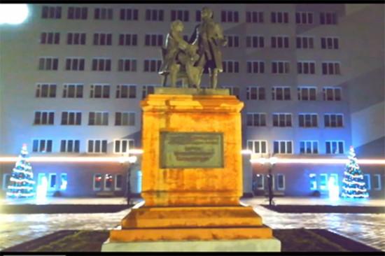 Виртуальную экскурсию по новогоднему городу подарил к празднику добрый друг библиотеки
